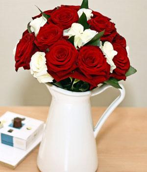 Livraison de Fleurs Bouquet roses rouges blanches